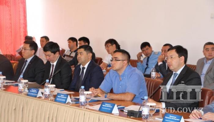 В Алматинском городском суде судьи обсудили вопросы применения  В работе круглого стола приняли участие судьи городского суда представители Департаментов государственных доходов по г